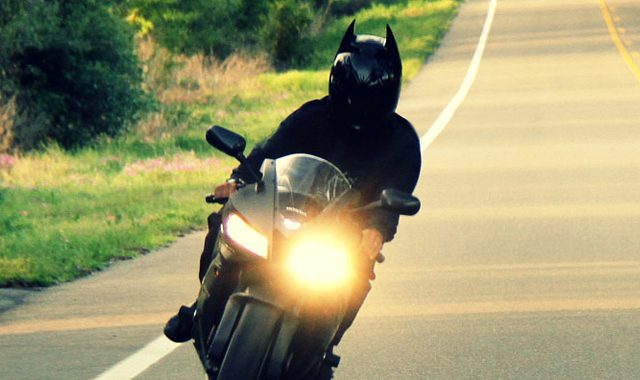 HD100-Motorcycle-Bat-Helmet-The-Gadget-Flow