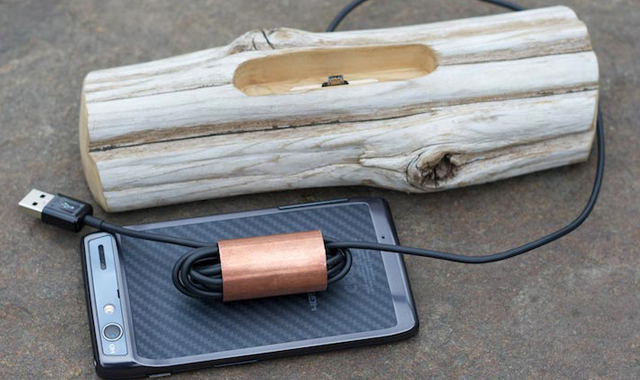 Driftwood-Docking-Station-for-Smartphones-The-Gadget-Flow