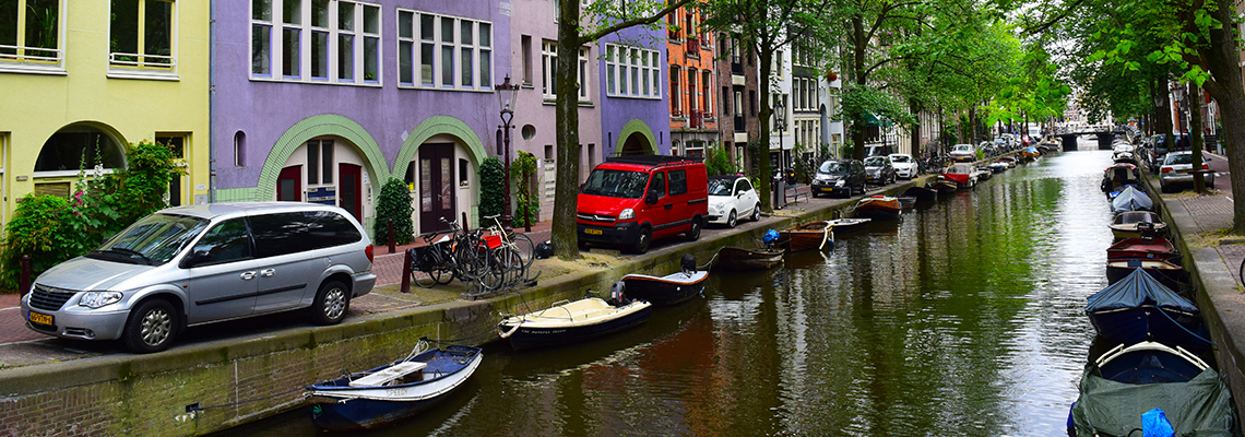 Dutch canals explored by youth travel tours
