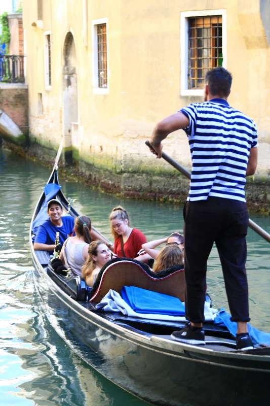 Teens discover the canals of Venice on their summer program in Italy