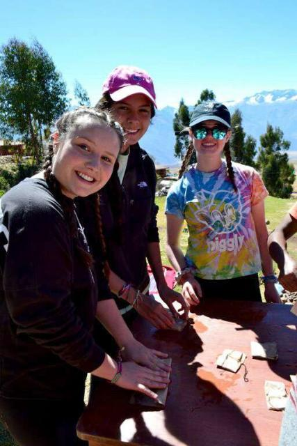 Students work together on their summer service program in Peru.