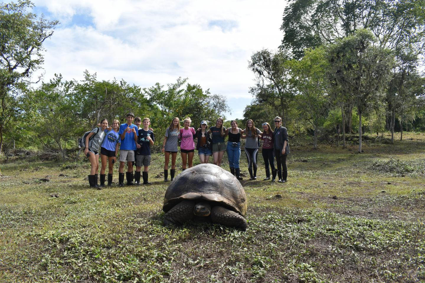 teens volunteer in ecuador in the galapagos
