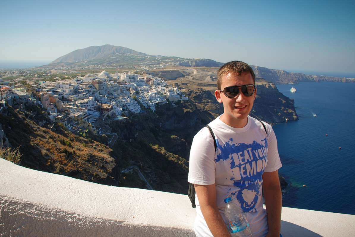 High school teen poses in Santorini on their teen tour to Greece.