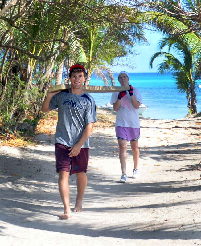 Teen travelers explore the tropical island destination of Fiji on their summer teen tour.