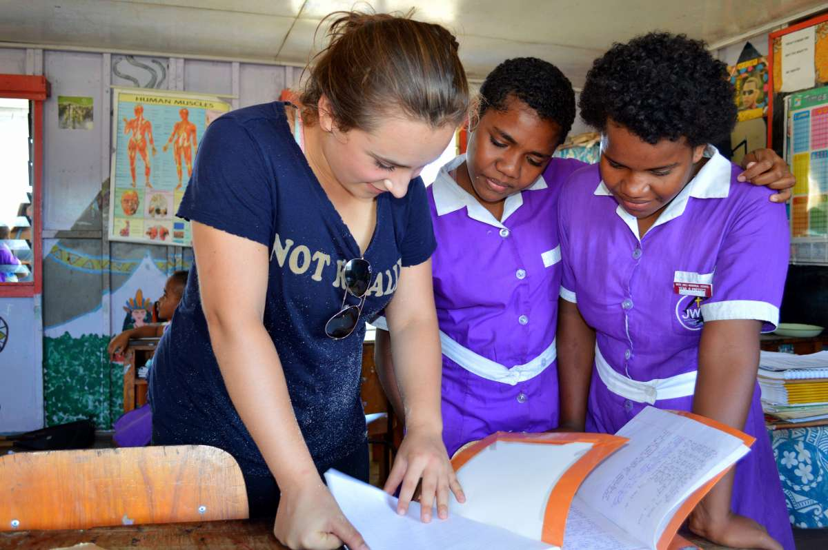 High school traveler works with local students on their service program to Fiji.