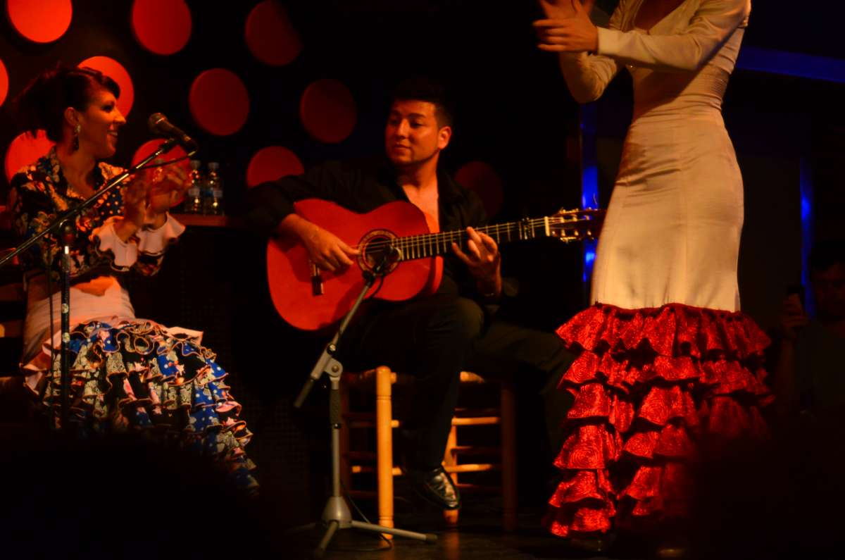 Flamenco performance watched by teen travelers during summer Spanish language immersion program
