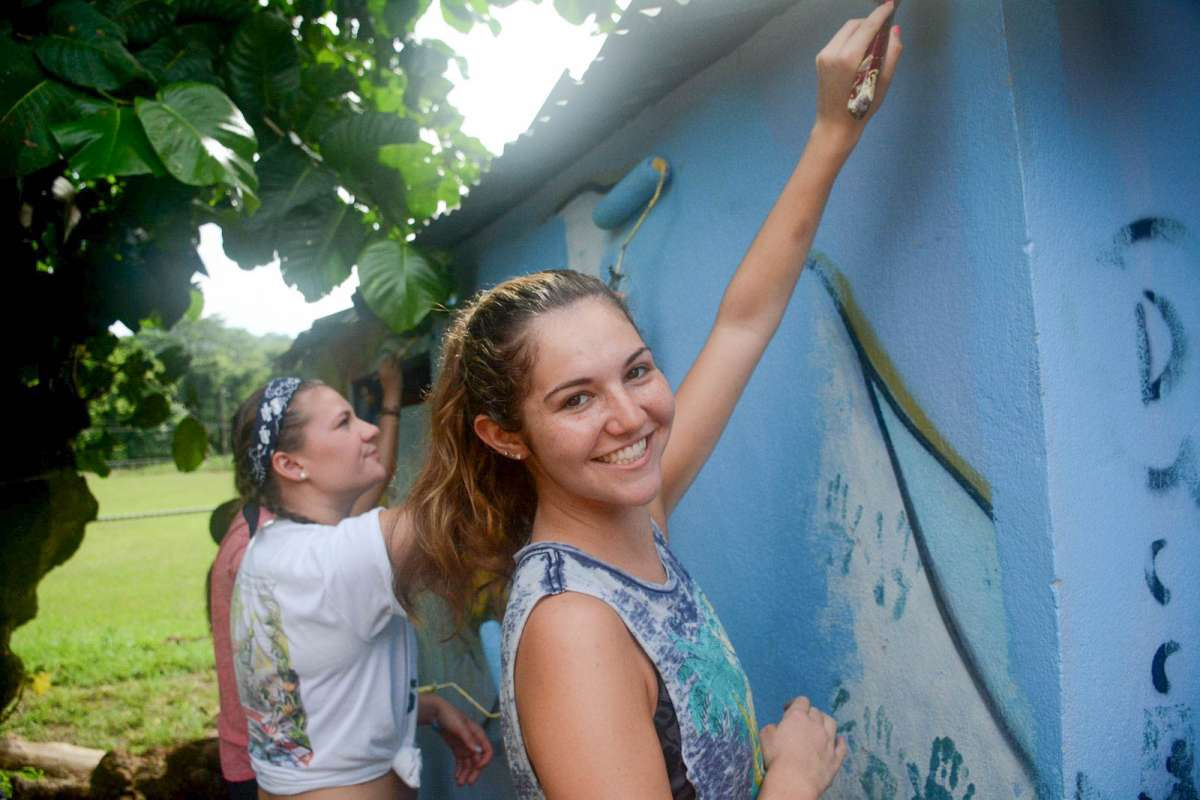 Students do community service projects on their teen tour of Costa Rica.