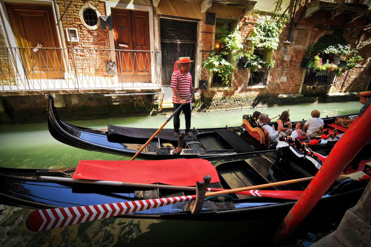High school students explore the canals of Venice on their summer teen tour to Italy.