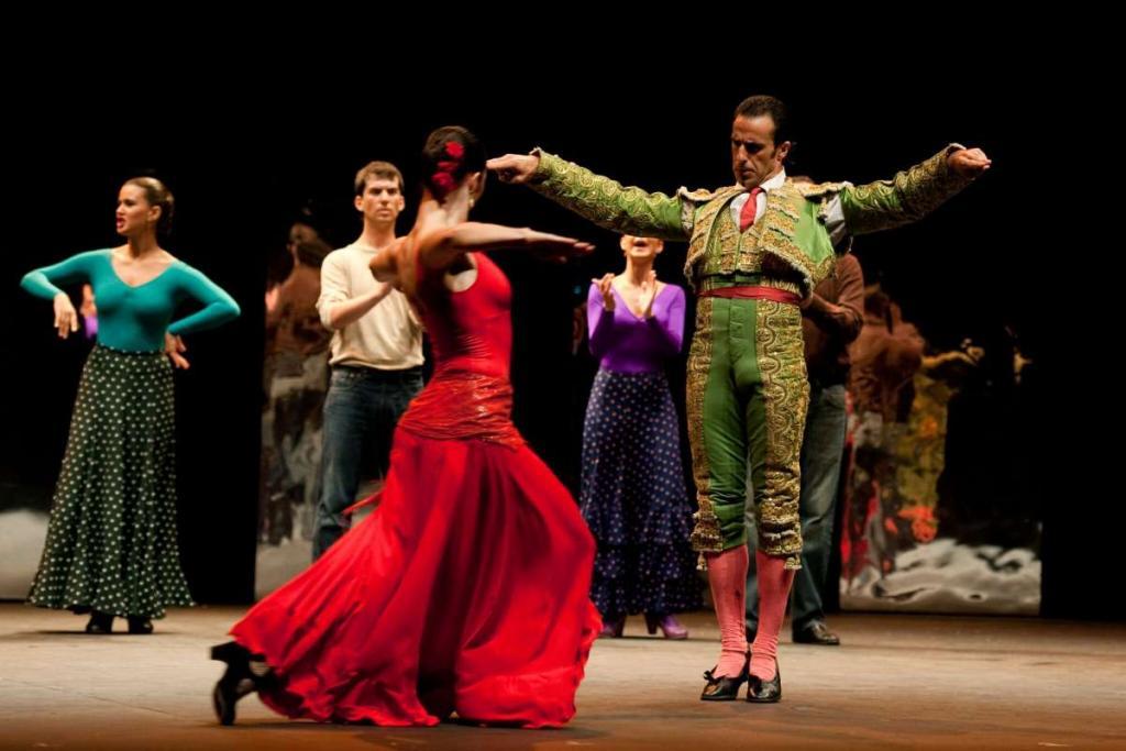 Flamenco dance performance experienced by teen travelers in Spain
