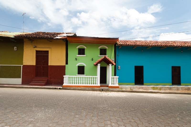 Students capture photos of local houses on their summer teen tour of Costa Rica.