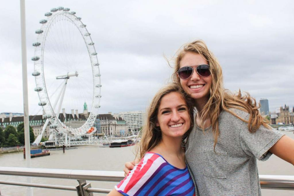 Teen travelers see London Eye on summer youth program