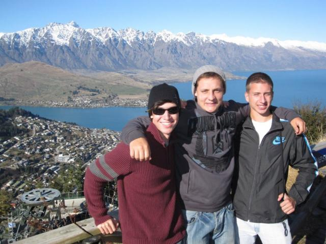 High school travelers explore the beautiful New Zealand landscape.