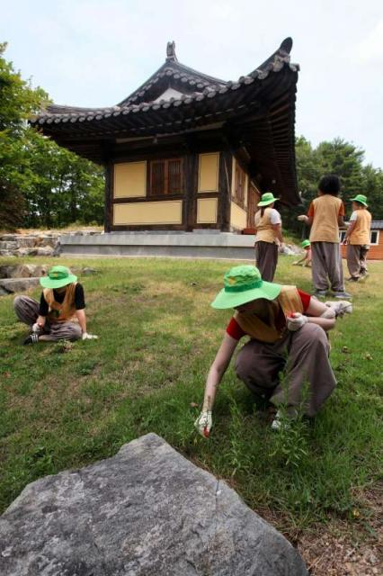 Teenage volunteers performing community service at Golgulsa Temple in Korea during summer service program