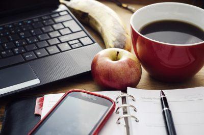 A rotina: os 1000 litros de café, as 365 maçãs e os 91 dias de estudo. O efeito silencioso e cumulativo dos hábitos na sua vida.