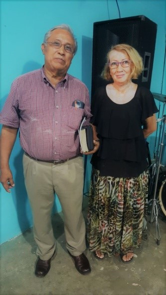 Pastor Jose and Flor Maria of Revelaction de Dios Church.jpg