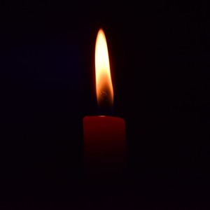 Square candle 1 1500x1000