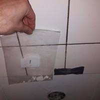 Insinööritoimisto K. Parila Oy - asbestia keittiön välitilan laatoituksen kiinnityslaastissa asbesti.jpg