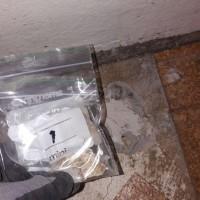 Insinööritoimisto K. Parila Oy - asbesti lattian tasoitteen alla olevassa bitumisivelyssä.jpg