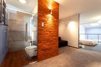 Valoisa kylpyhuone vesieristys