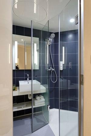 valoisa kylpyhuone, kylpyhuonekalusteet