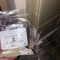 Insinööritoimisto K. Parila Oy - asbesti vessan laatoitus saumauslaasti.jpg