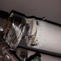 Insinööritoimisto K. Parila Oy - putken eristeessä asbestia, putken liitoksen pää.jpg