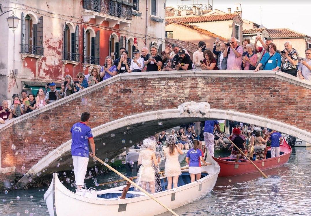 Murano Crowds