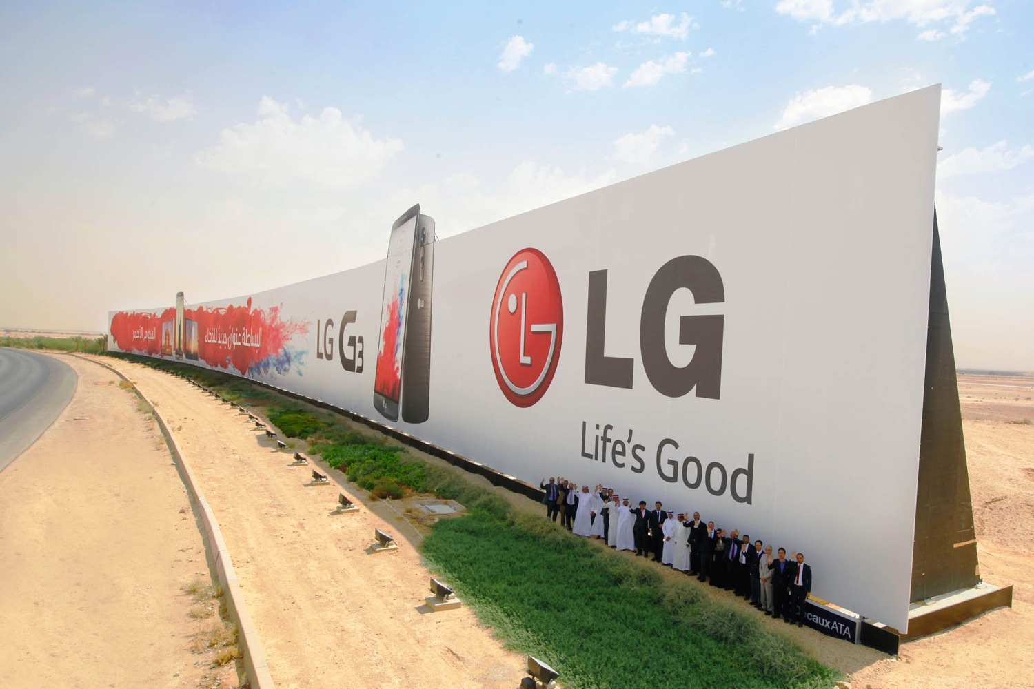Behold LG's Enormous Record Breaking Ad