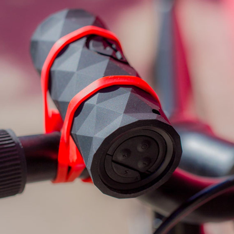 buckshot-wireless-speaker-lifestyle-1-570x570.jpg