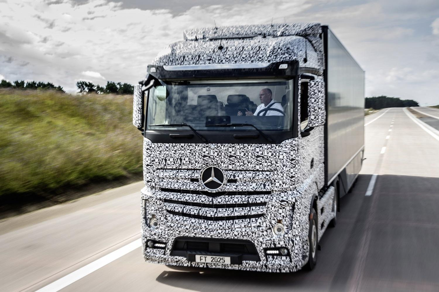 Does the Mercedes Self-Driving Truck Scare The Life Out Of You?