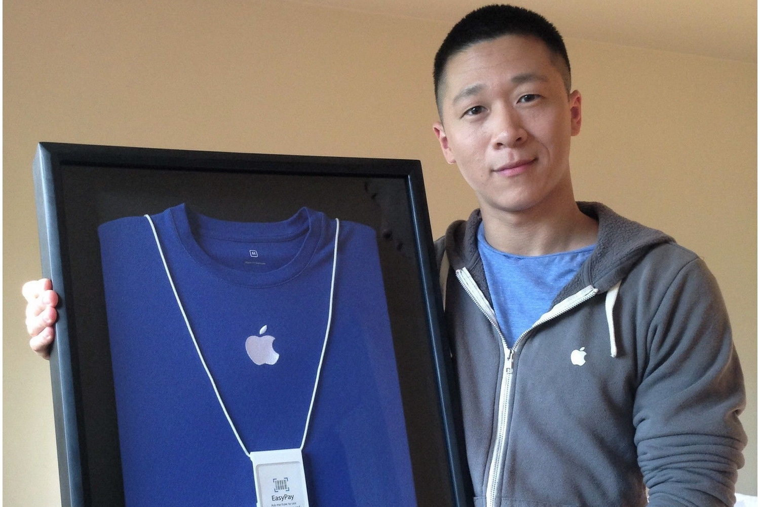 Sam Sung Auctions Off His Apple Store Business Card