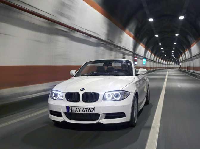 BMW 1 Series Convertible 123d (2014)
