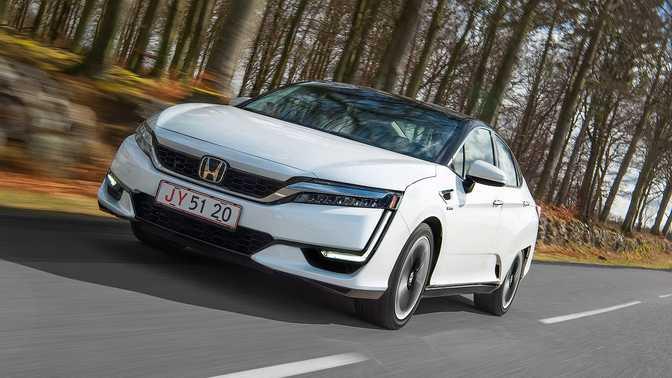 Honda Clarity Fuel Cell (2017)