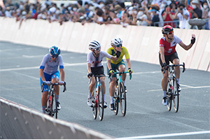 Winder crosses the finish line with 3 other riders. Photo: Casey Gibson