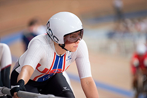Jennifer Valente starting at the rail during the Women's Omnium in Tokyo. Photo: Casey Gibson