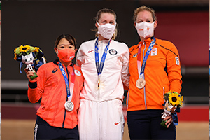 Kajihara, Valente, and Wild in the podium ceremony for the Women's Omnium. Photo: Getty Images