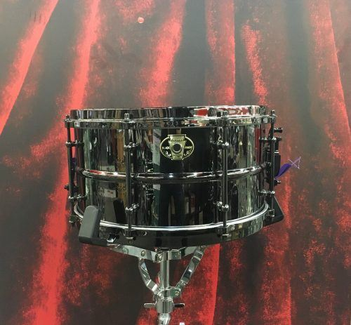 USED-SNARE-BRASS-BADGE-LUDWIG
