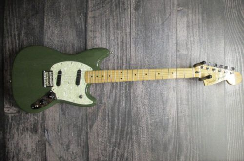 FENDER-GREEN-OLIVE-MUSTANG-USED-GREAT-CONDITION