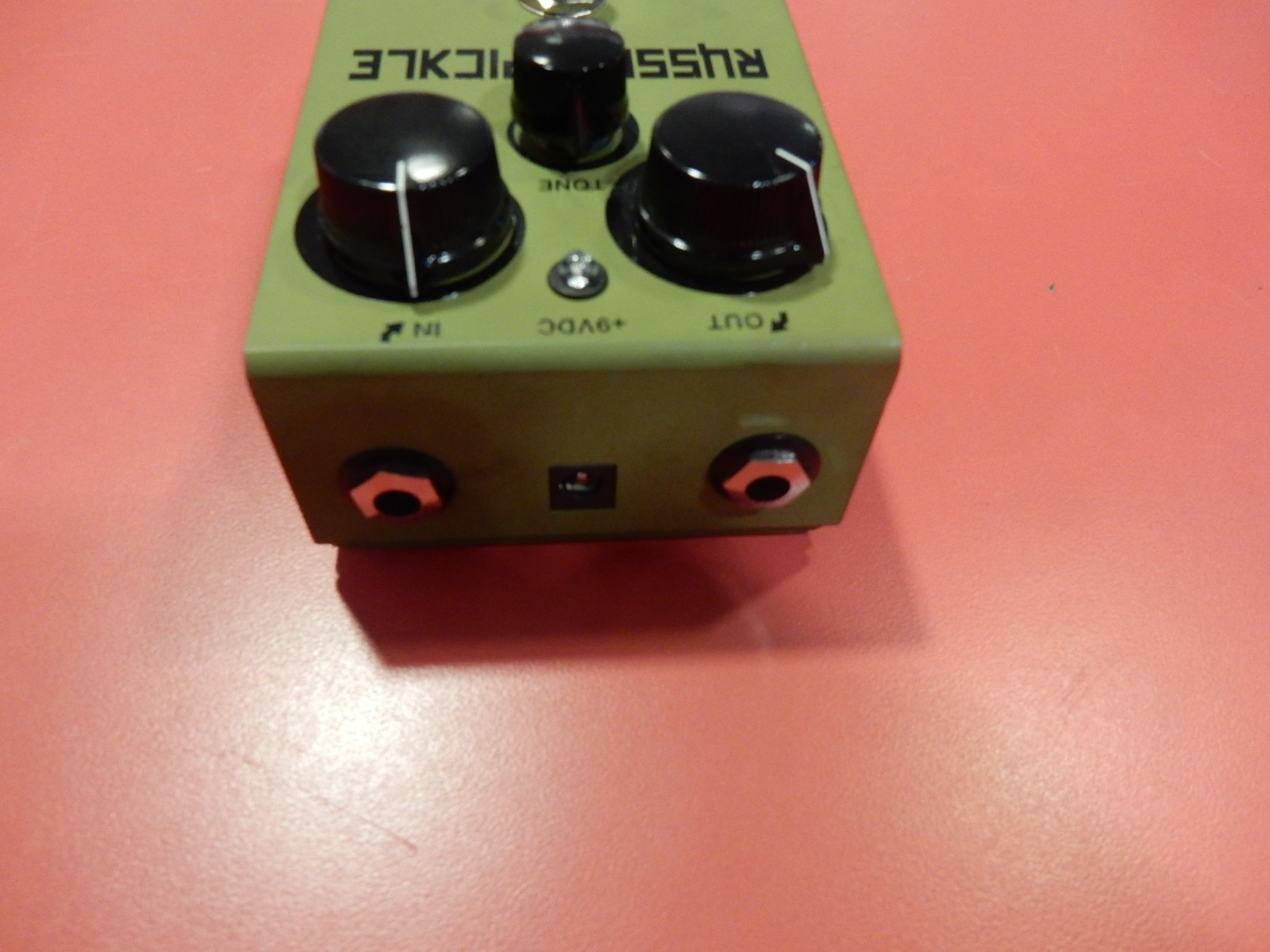 used way huge russian pickle fuzz guitar effect pedal sam ash used gear. Black Bedroom Furniture Sets. Home Design Ideas