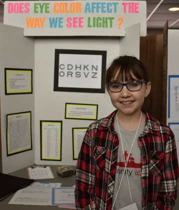 Does eye color affect the way we see light