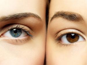 Blue eye, brown eye