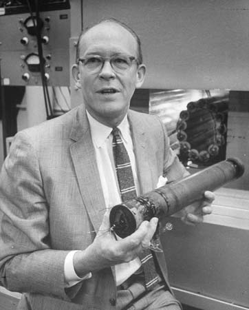 Willard libby radio carbon dating accurate