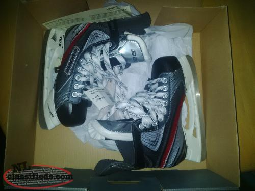 New in box with tags Bauer Vapor Instinct Skates Size 2D For Sale