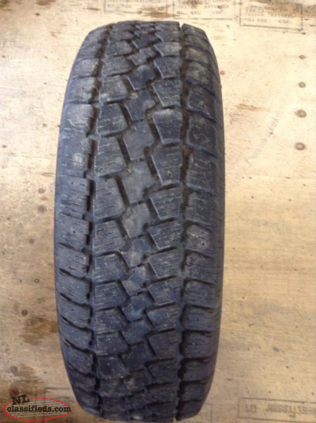 P225/70R15 Snow Tire (Good Condition)