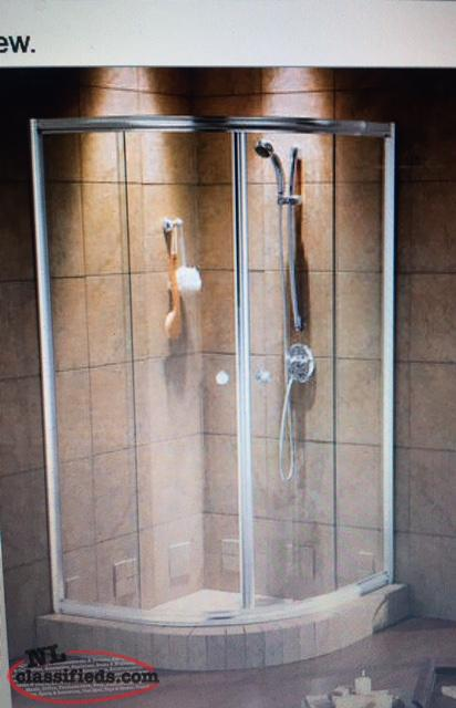 "Maax shower doors 40""X 40"" X 70"" ( clear glass and Chrome )"