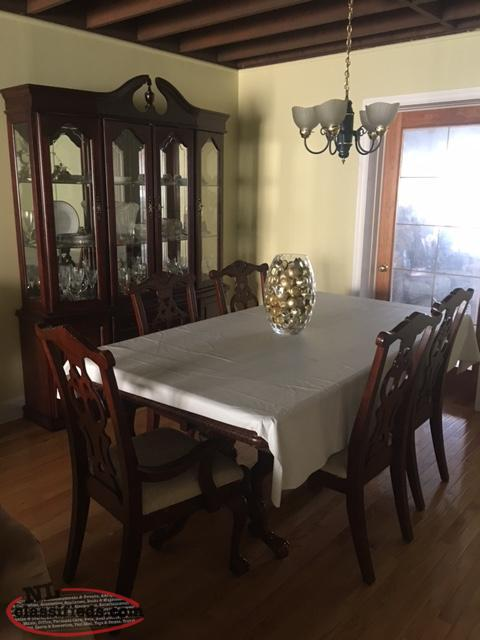 Beautiful dinning set with matching buffet and hutch st for Dining room hutch canada