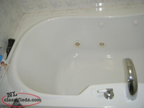 6 FT water jet jacuzzi tub