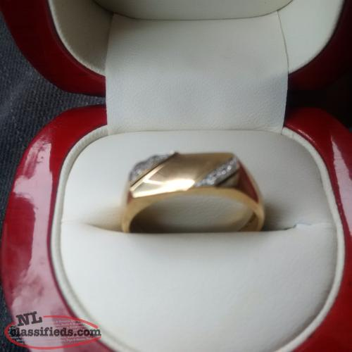 Mens Ring 10K gold with diamonds