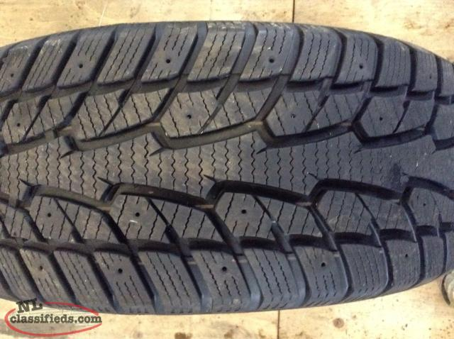 P215/55R17 Snow Tire (Like New Condition)
