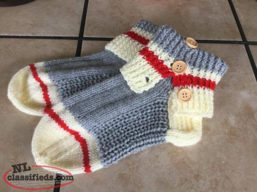 SLIPPER/SOCKS BEER MITTS/GLOVES AND MORE